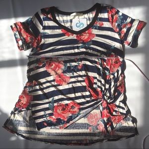 🌹Infinity Raine Striped Floral v-neck Tunic Small